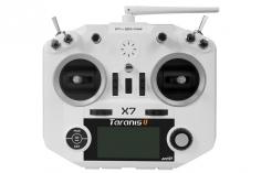 FrSky Taranis Q X7 Sender in weiß 2,4GHz in Mode 2 mit englischer Menüführung, mit Sendergurt, ohne Akku, ohne Ladegerät
